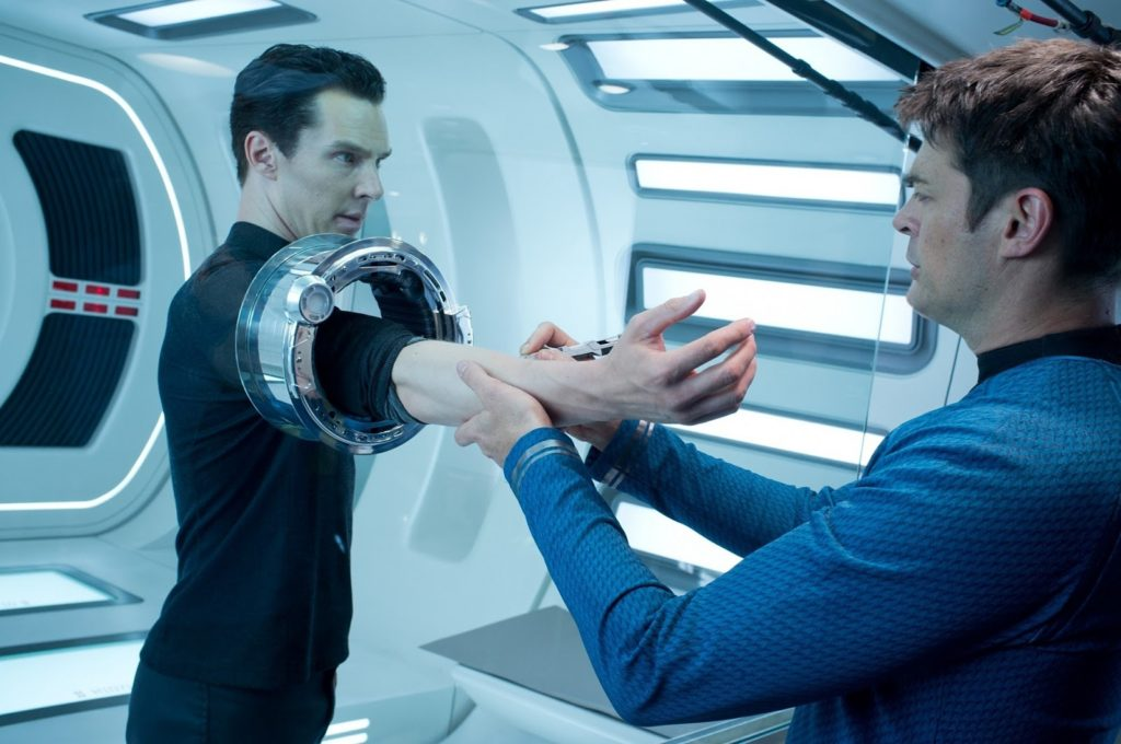 Khan (Benedict Cumberbatch) ve Bones (Karl Urban)