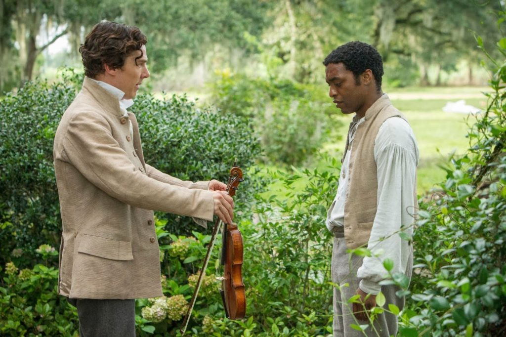 Ford (Benedict Cumberbatch) ve Solomon Northup (Chiwetel Ejiofor)