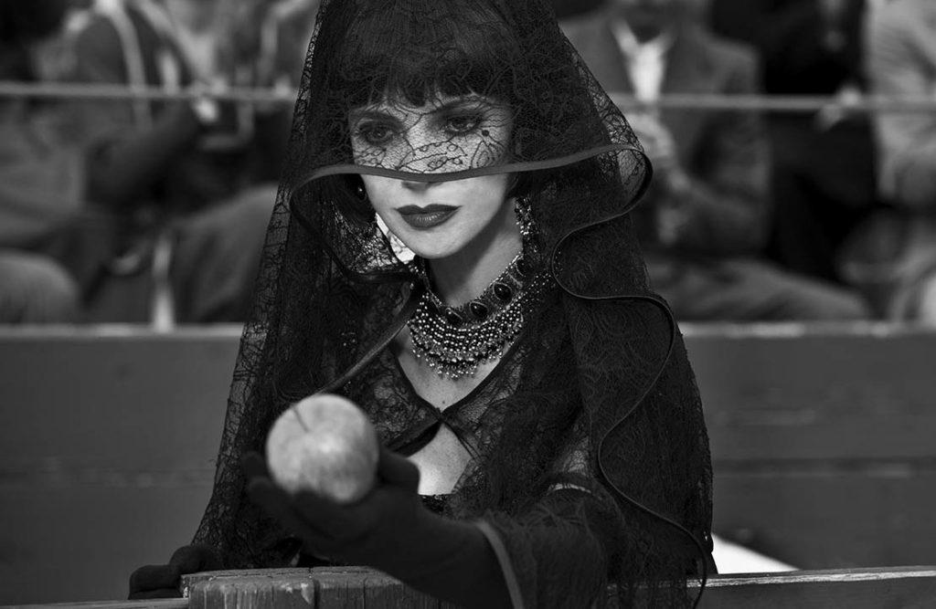 Encarna/Kötü Kraliçe (Maribel Verdú)