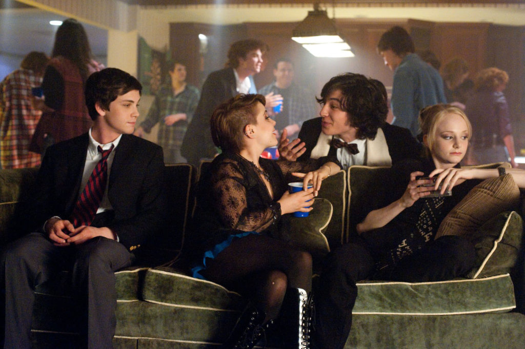 Charlie (Logan Lerman), Mary Elizabeth (Mae Whitman), Patrick ve Alice (Erin Wilhelmi)
