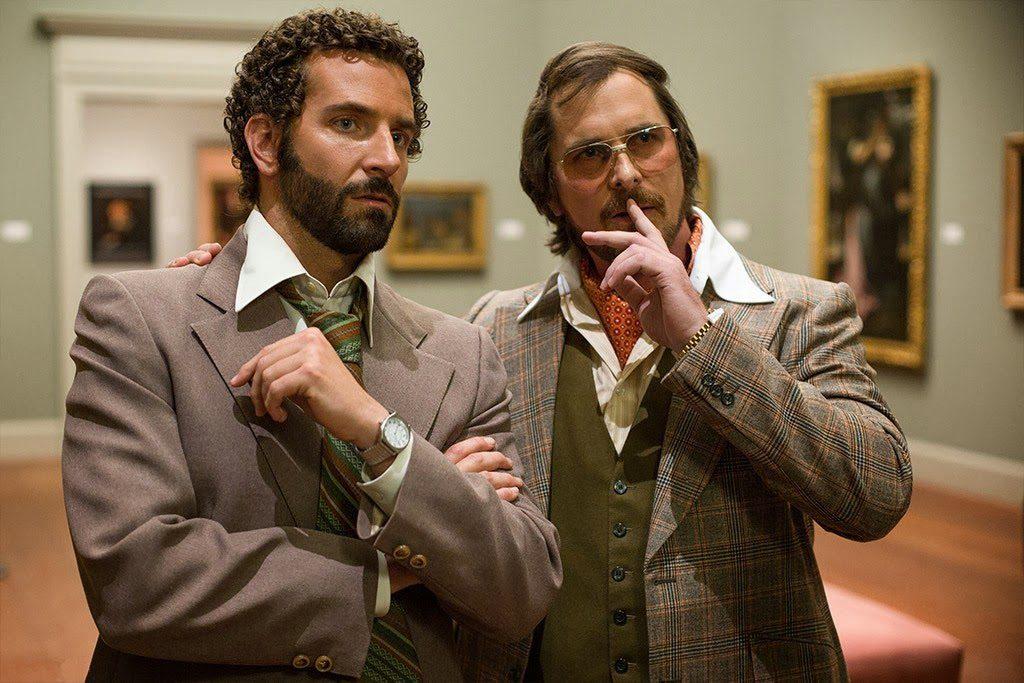Richie DiMaso (Bradley Cooper) ve Irving Rosenfeld (Christian Bale)