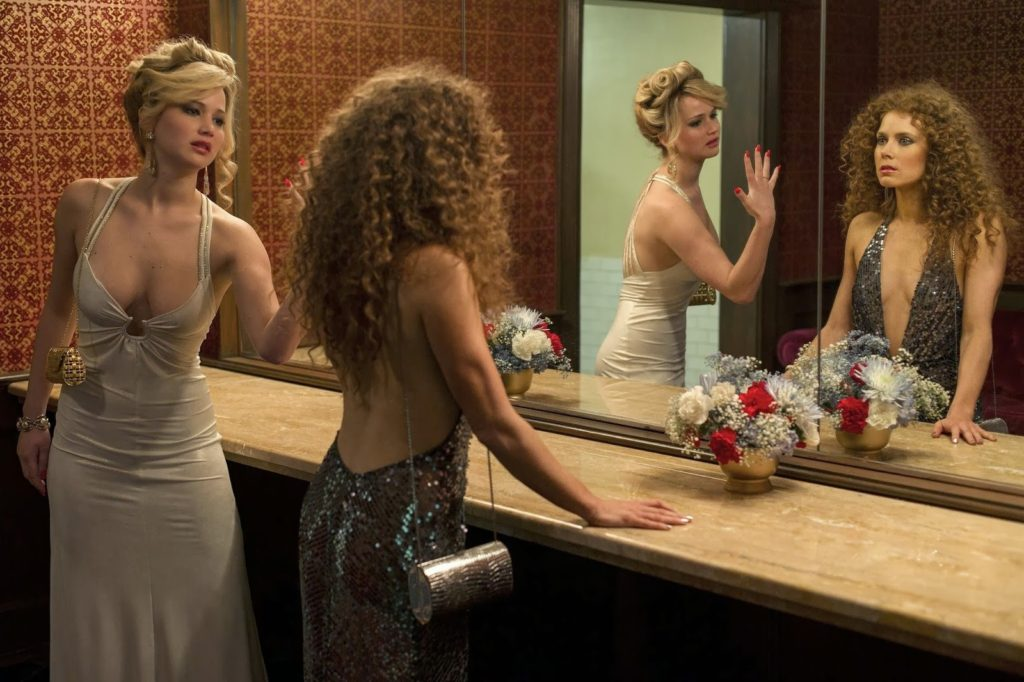 Rosalyn (Jennifer Lawrence) ve Sydney Prosser (Amy Adams)