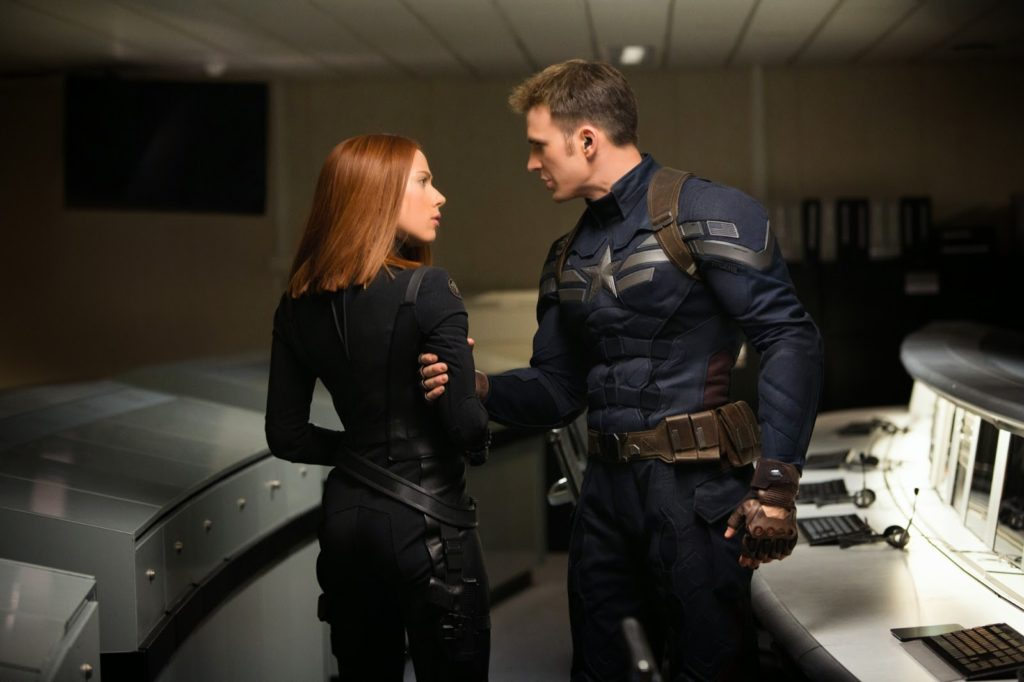 Black Widow (Scarlett Johansson) ve Kaptan Amerika (Chris Evans)