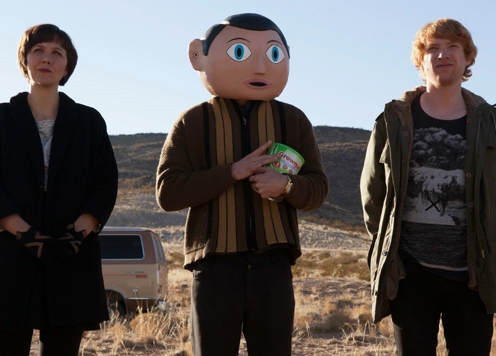 Clara (Maggie Gyllenhaal), Frank ve Jon (Domhnall Gleeson)