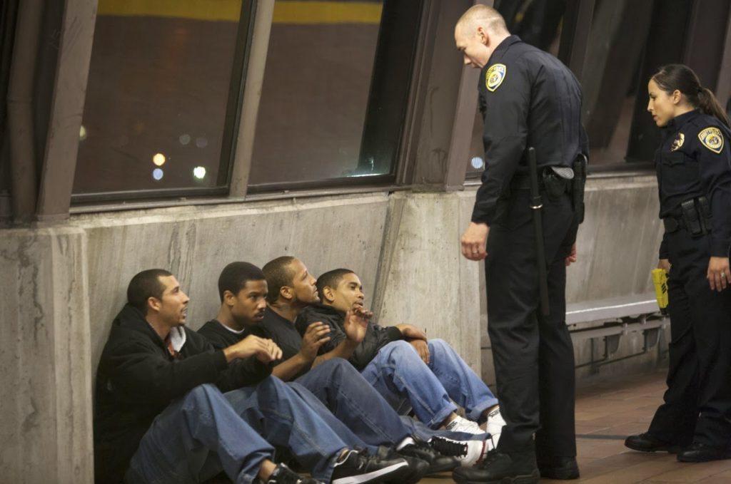 Oscar Grant (Michael B. Jordan) ve BART Polisleri (Kevin Durand)