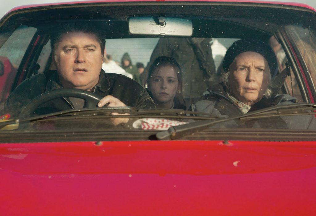 Colm (Pat Shortt), Emma (Kelly Thornton) ve Nan (Fionnula Flanagan)