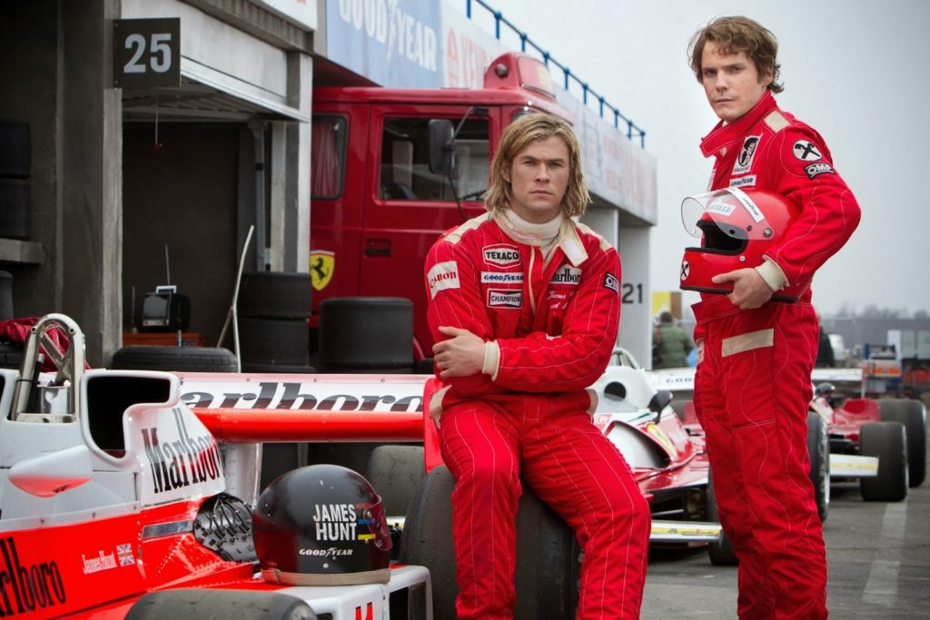 James Hunt (Chris Hemsworth) ve Niki Lauda (Daniel Brühl)