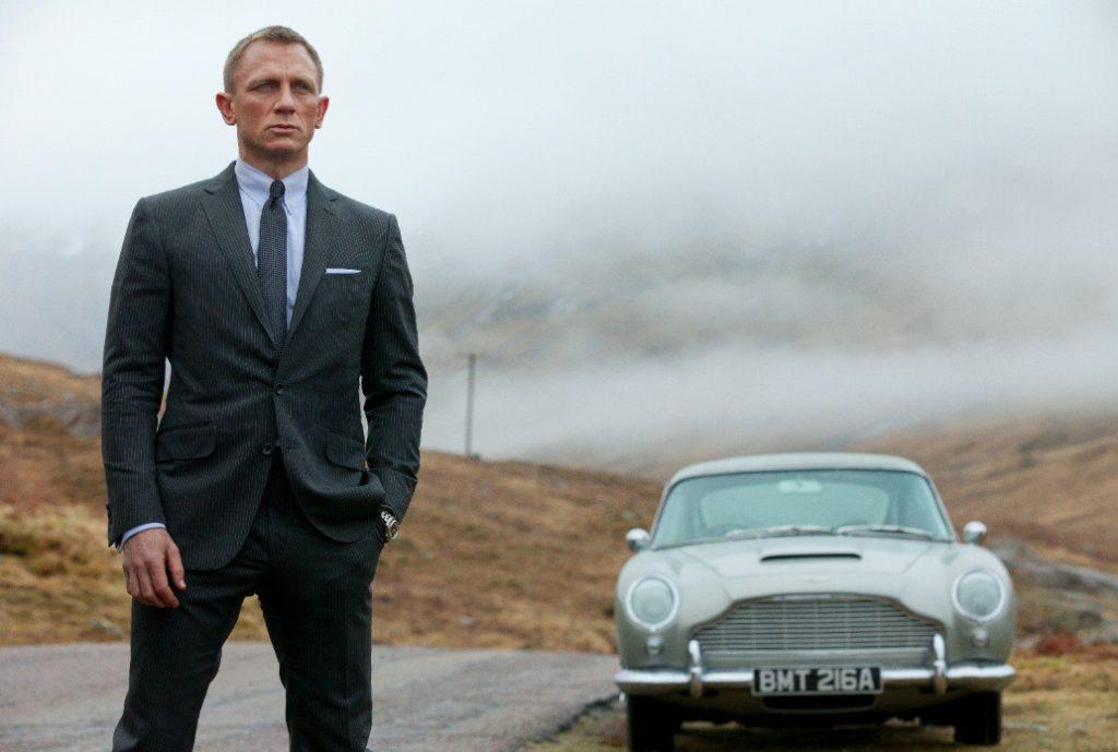 James Bond (Daniel Craig) ve Aston Martin DB5