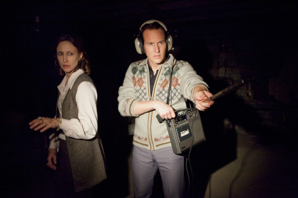 Lorraine Warren (Vera Farmiga) ve Ed Warren (Patrick Wilson)
